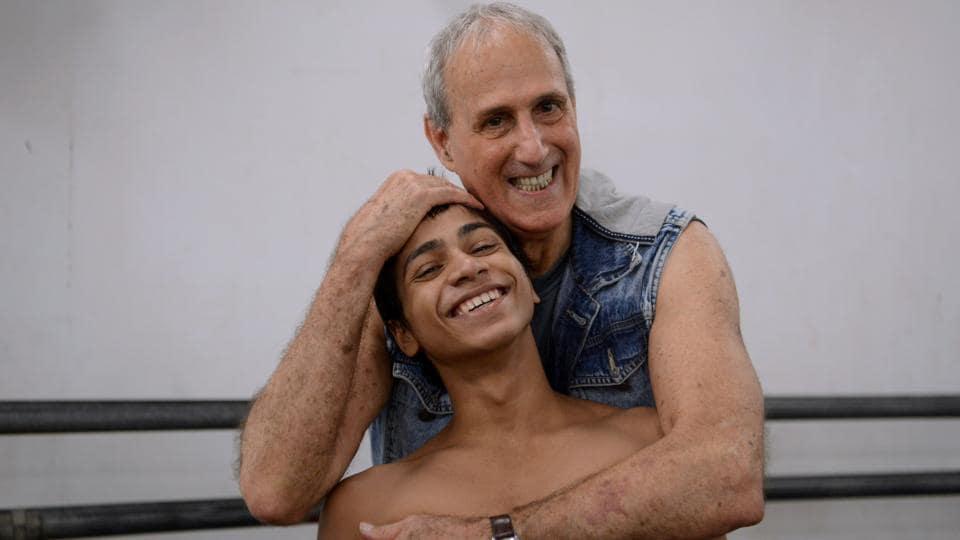 Indian ballet dancer Amiruddin Shah poses with Israeli-American instructor Yehuda Maor (R) at a dance academy in Mumbai.  (Punit Paranjpe/AFP)