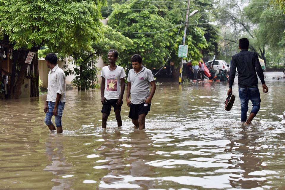Roads in sectors 4, 7, parts of 15, 21, 22, Udhyog Vihar, Carter Puri, Old Gurgaon Road, Lakshman Vihar, Arjun Nagar, Sushant Lok-1, MG Road, Iffco Chowk , Hero Honda Chowk and Dhanwapur Road were worst affected.