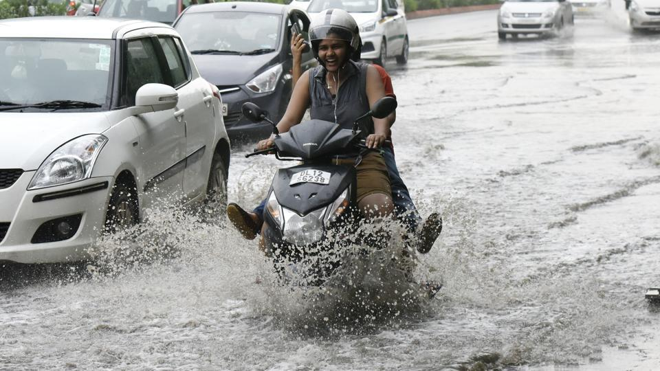 But heavy showers have already started causing waterlogging leading to traffic jams on the road. (Vipin Kumar/HT PHOTO)