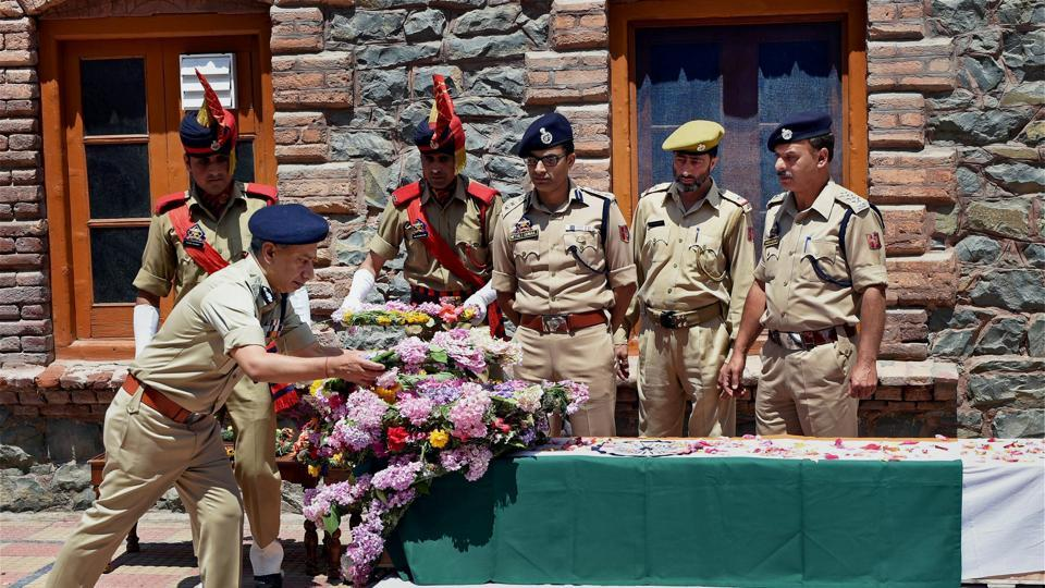 Director general of Jammu and Kashmir Police S P Vaid laying a wreath at the coffin of slain DSP Mohammed Ayub Pandit in Srinagar, June 23, 2017. Pandit was lynched by the mob outside Jamia Masjid.