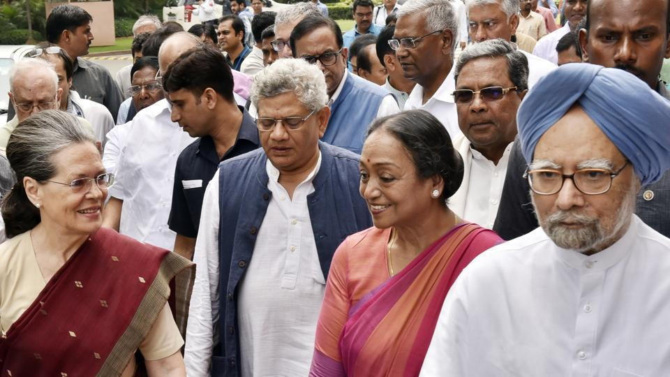 Opposition presidential candidate Meira Kumar along with Congress chief Sonia Gandhi, former prime minister Manmohan Singh and other party leaders arrive at Parliament House as Meira Kumar files her nomination papers in New Delhi, India. (Ajay Aggarwal / HT Photo)