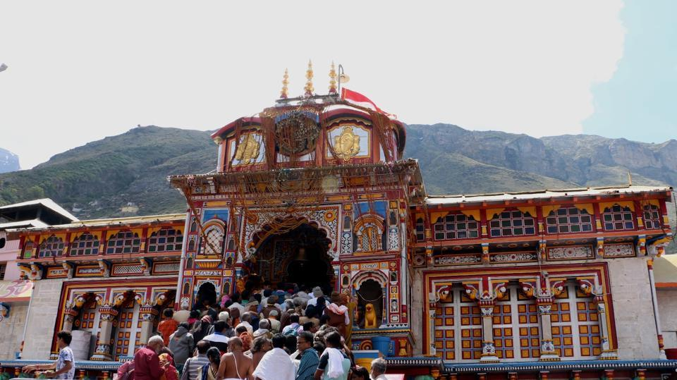(1/1): Over 3 lakh pilgrims have visited the revered Badrinath shrine since its opening on May 6. The shrine town is packed with the pilgrims coming from throughout the country. Several preferring to stay in the low cost Dharamshalas. The pilgrims make a point to purchase something from the local market after paying obeisance at the shrine / HT Pic: Rajeev Kala