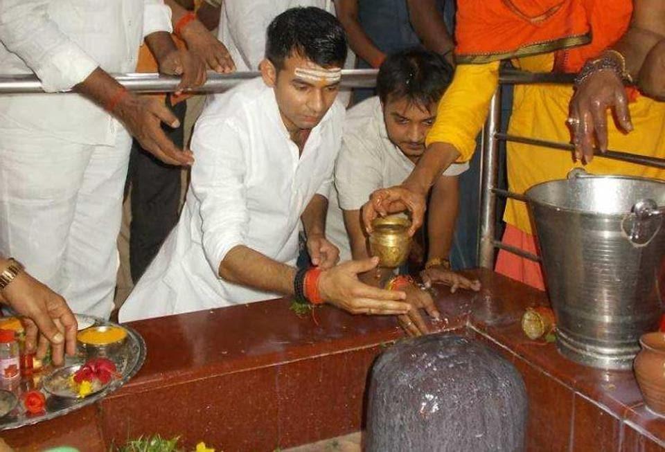 Bihar health minister Tej Pratap Yadav performing 'rudrabhishek' of Lord Shiva at a temple in Sonepur