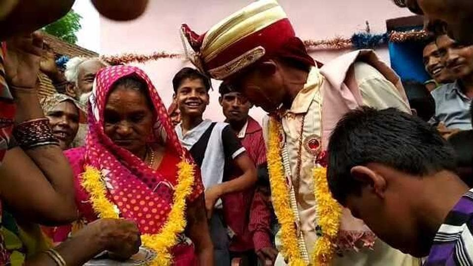 Sukhe Kushwaha, 80,  married Hariya, 75, after living together for fifty years.