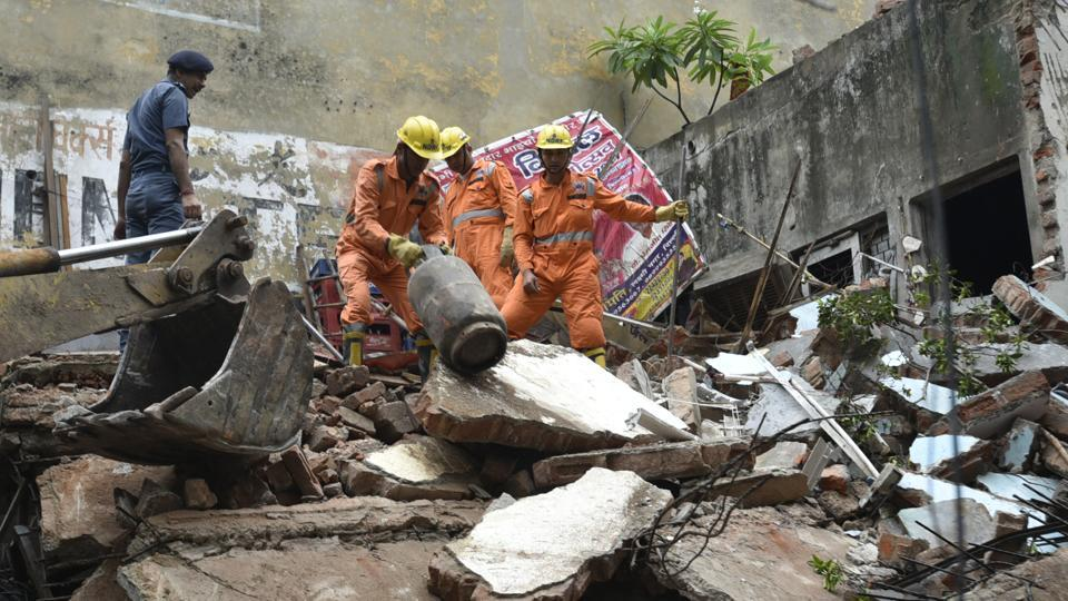 A four-storey building collapsed in east Delhi's Laxmi Nagar area on Sunday morning, injuring at least five people.