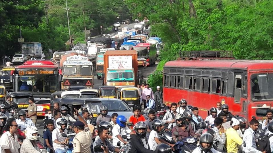 Commuters stuck on Ghobunder Road.