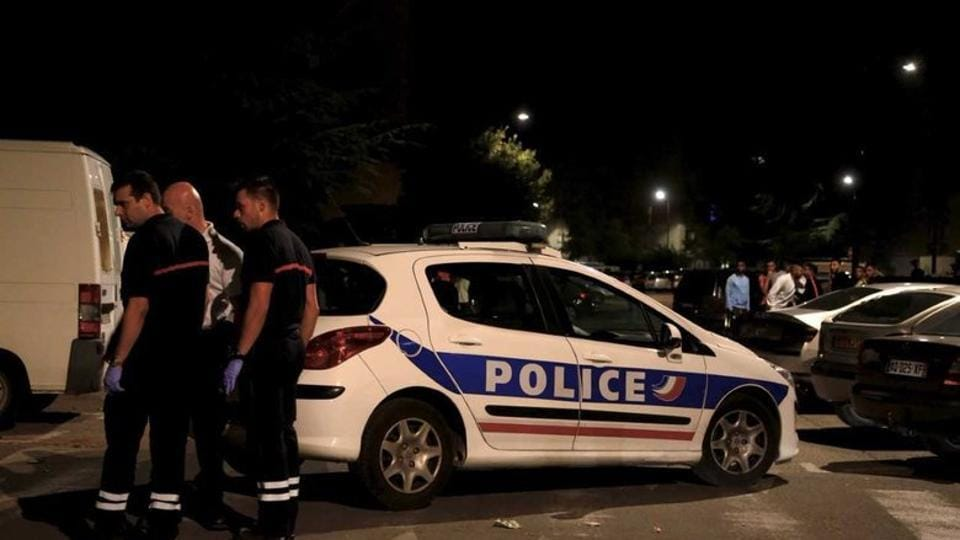 According to initial accounts taken on the spot, at least two men got out of a car around 10:30 pm near the mosque and opened fire, including with a shotgun.