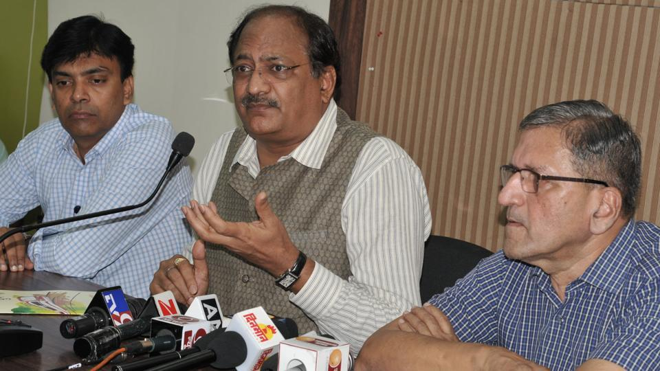 Brigesh Dixit, MD of Maharashtra Metro addressing a press conference at Patrakar Sangh in Pune on Monday.