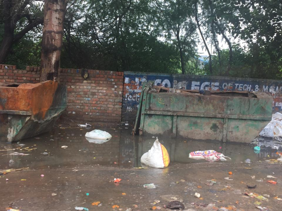Residents complaint against garbage dumping,Sector 21 and 23 unhappy with the authorities,Garbage dumping a health hazard