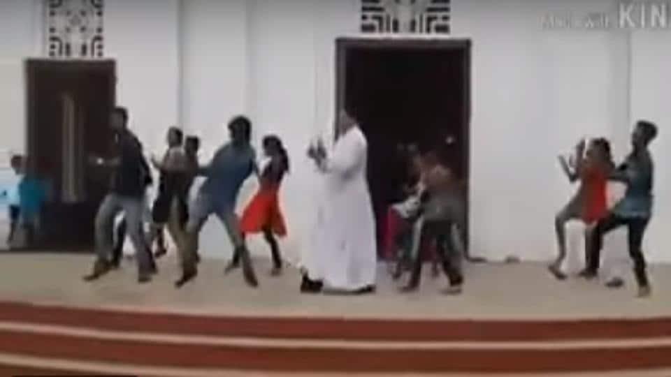 Church Priest,Dance mob,Viral video
