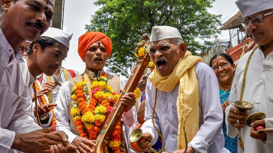 A high-energy procession in Wadala. (Kunal Patil/HT Photo)