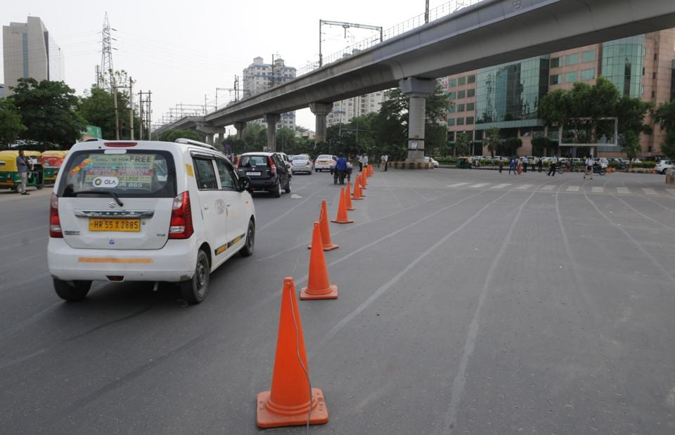 By placing traffic cones at a gap on the intersection, traffic police has blocked direct routes between Huda City Centre- Signature Tower and Signature Tower-Sector 44