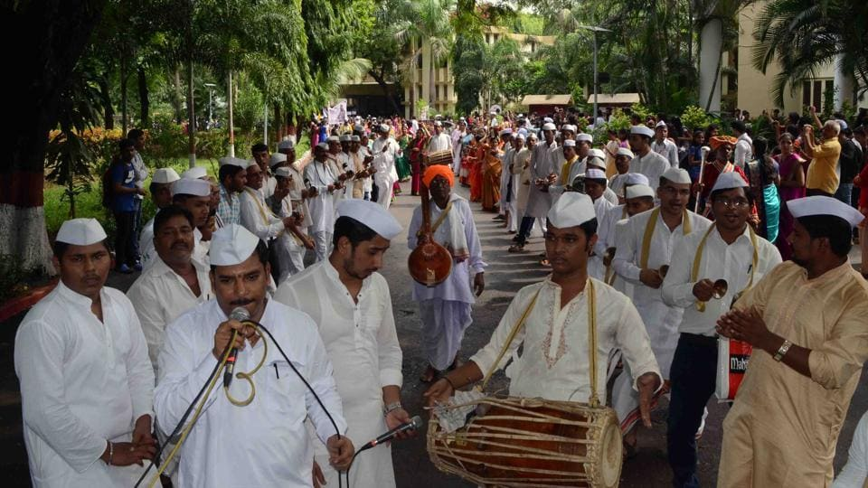 A procession organised at Vithhal Temple in Shahad. (Rishikesh Choudhary/HT Photo)