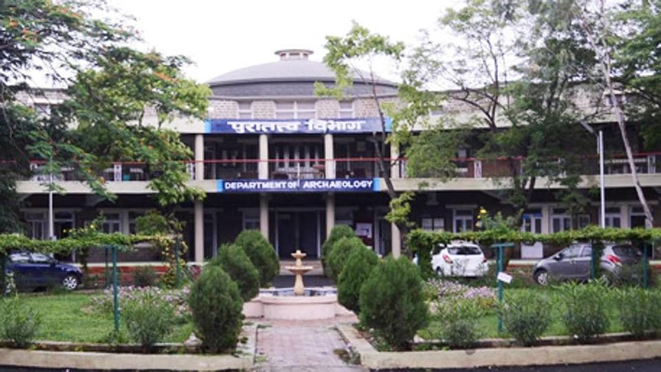 The museum was founded in 1939 by eminent archaeologist Padma Bhushan.