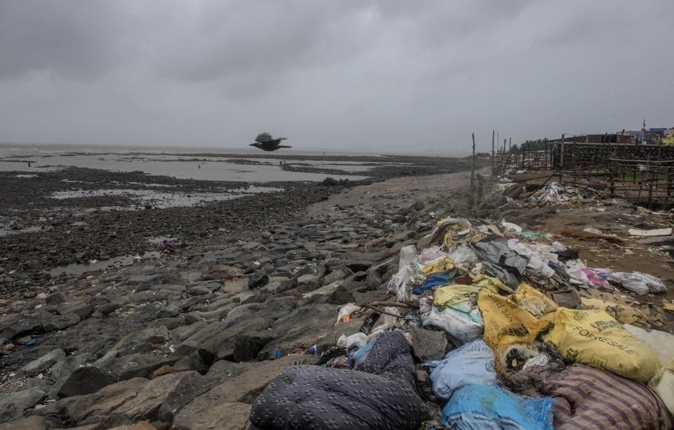 A polluted Chimbai Beach.