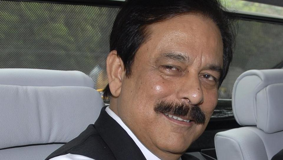 Subrata Roy entering the Reserve Bank of India building in his car in Mumbai, on June 12, 2008.