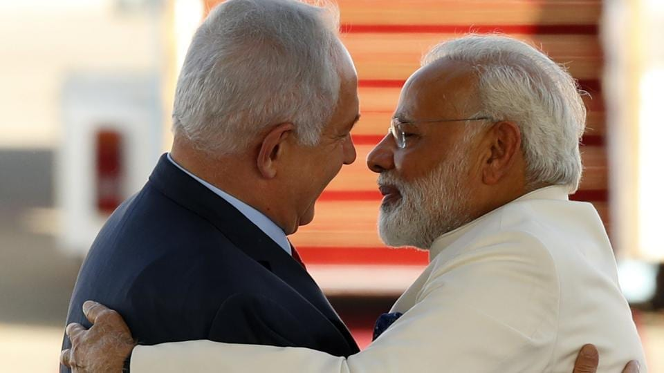 Israeli Prime Minister Benjamin Netanyahu (L) greets his Indian counterpart Narendra Modi (R) during an official ceremoney at Ben-Gurion International airport near Tel Aviv on July 4, 2017. Modi is the first Indian prime minister to visit Israel, the result of growing ties that have led to billions of dollars in defence deals.