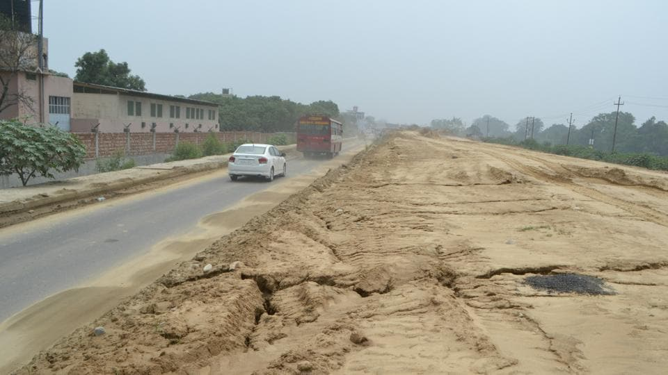 A view of Haridwar national highway that has turned out to be a dangerous road.