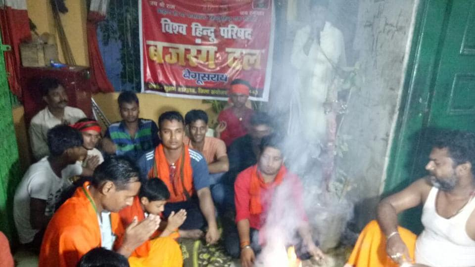 Picture of the ceremony at a Begusarai temple where Mohammed Anwar and his two sons embraced Hinduism. Anwar, who has changed his name to  Anand Bharti, shared the picture with HT.