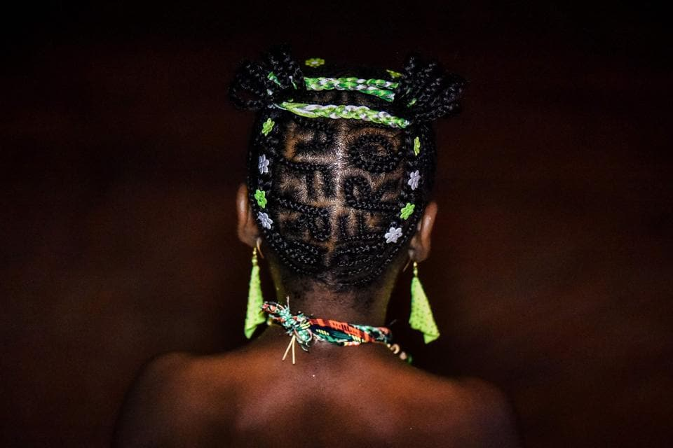 A woman shows an Afro-Colombian hairstyle during the 13th contest of Afro hairdressers 'Tejiendo Esperanzas' (Weaving Hopes) in Cali. (LUIS ROBAYO / AFP)