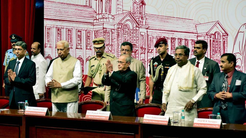 President Pranab Mukherjee with Karnataka Governor Vajubhai Rudabhai Vala and CM Siddaramaiah at the annual convocation -2017 of the Indian Institute of Science in Bengaluru.
