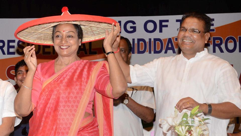 UPA presidential candidate Meira Kumar felicitated with traditional Assamese hat in Guwahati.
