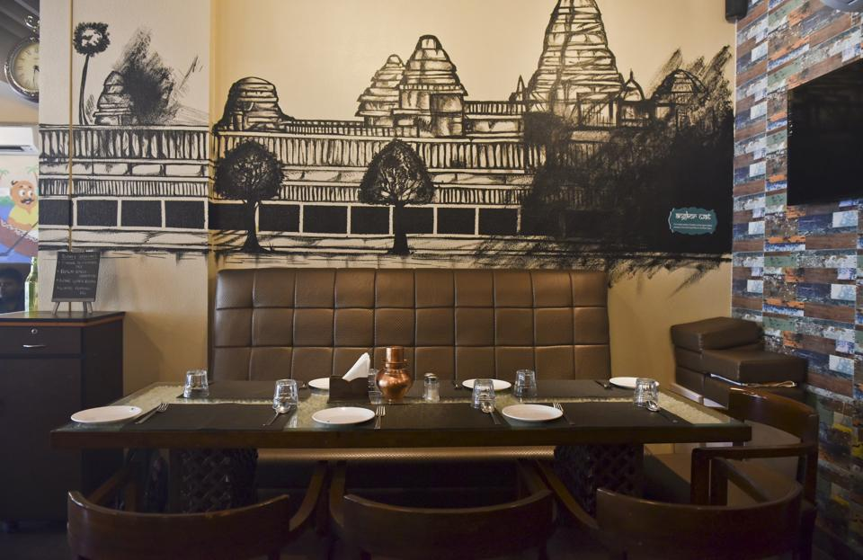 The decor cannot be faulted. Thangabali is a large, well-lit space with comfortable nooks and tables. The walls have charcoal sketches, cartoon figures and an intriguing map of trade routes. It's when  the food arrives that the trouble begins.