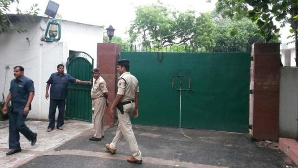 Police officials arrive at Lalu Prasad's residence in Patna as the CBIconducts simultaneous raids across 12 locations associated with Yadav and his family.