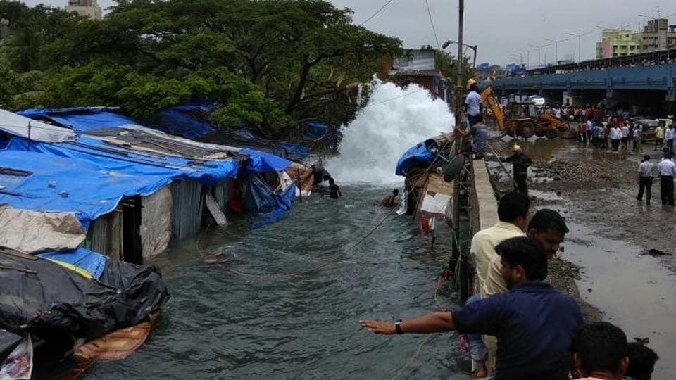 Mumbai city news,Mumbai water pipeline burst,Bandra