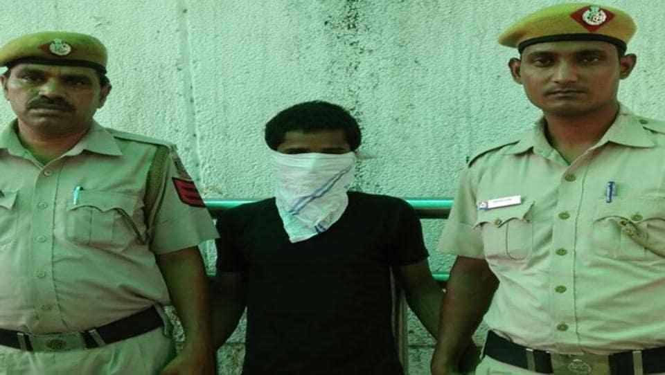 Delhi rape,Delhi rape capital,Neighbour rapes minor