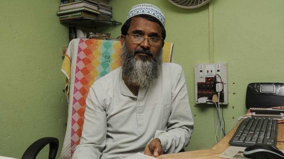 Abdul Matin, general secretary of the All India Sunnat Al Jamayet, tried to control the mob during the communal violence at Baduria.