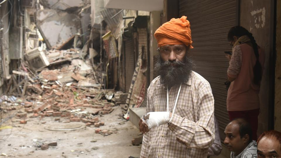 Balkar Singh,who was injured when the three storied building collapsed at 1:20 AM in Laxmi Nagar in New Delhi. (Sushil Kumar/HT PHOTO)