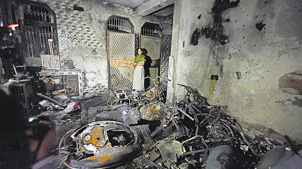 Four people of a family, including two kids, died due to asphyxiation and two others were injured while trying to escape in an early morning fire at a four-storey building in Dilshad Garden area of Delhi on Friday.