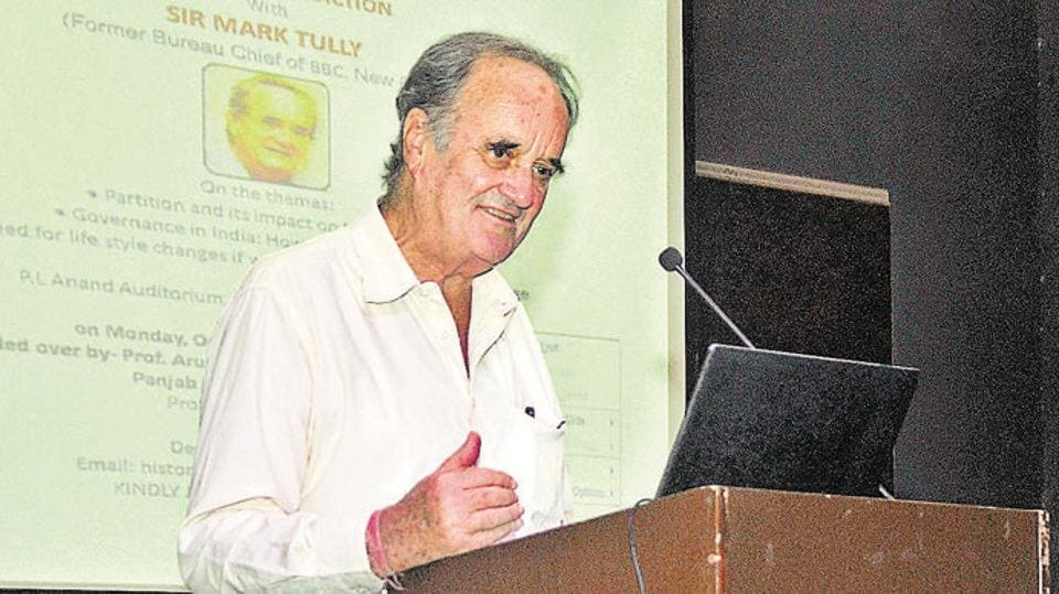 Journalist Mark Tully was admitted to a hospital in Dehradun district . (HT file photo)