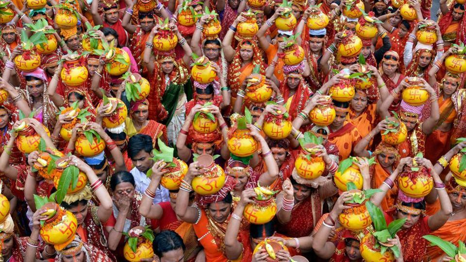 Devotee carryi pitchers during holy Kalash Yatra on the eve of Sawan festival in Patna. (PTI)