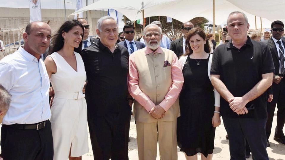 Both the leaders, dressed casually, carefully listened to the demonstration at the Gal-Mobile water desalination unit on Olga Beach and also had a long chat among themselves. (PTI)