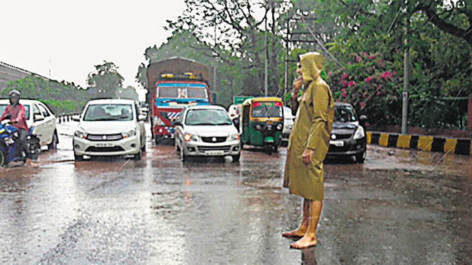 The photo shared on social media of a police personnel manning traffic in Jharsa barefoot.