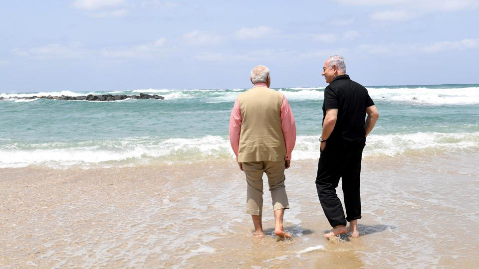 Israel's Prime Minister Benjamin Netanyahu (R) walks with India's Prime Minister Narendra Modi, as they visit Olga Beach and a water desalination unit operated by G.A.L. Water Technologies near Hadera,Israel. (REUTERS)