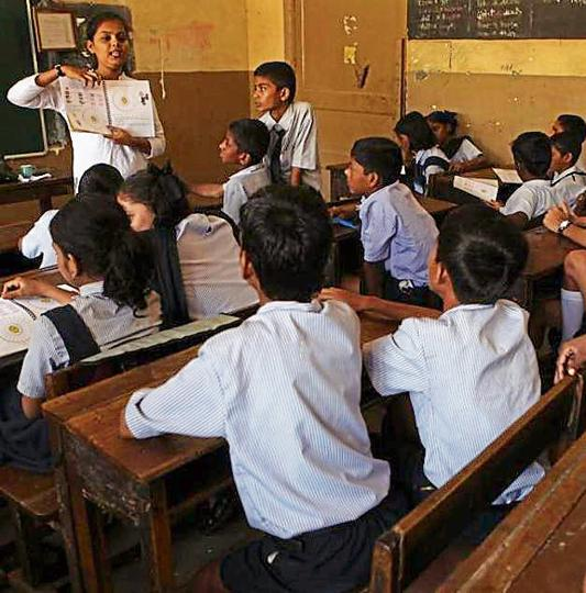 In Barmer district alone, 2799 posts are vacant in schools. Villagers at many places have warned that if posts are not be filled up soon, they will lock the schools