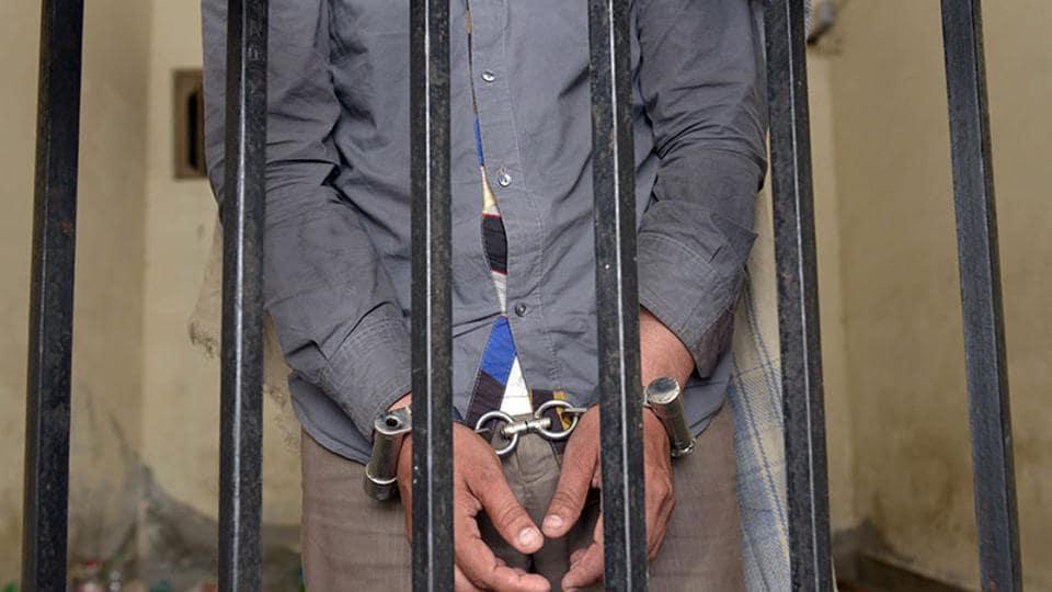 Mumbai city news,escape from police lock-up,Esplanade court