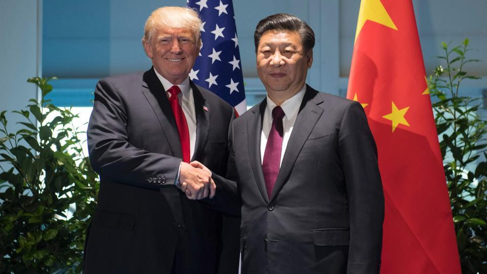US President Donald Trump and Chinese President Xi Jinping (R) shake hands prior to a meeting on the sidelines of the G20 Summit in Hamburg, Germany, July 8, 2017. / AFP PHOTO / POOL / SAUL LOEB