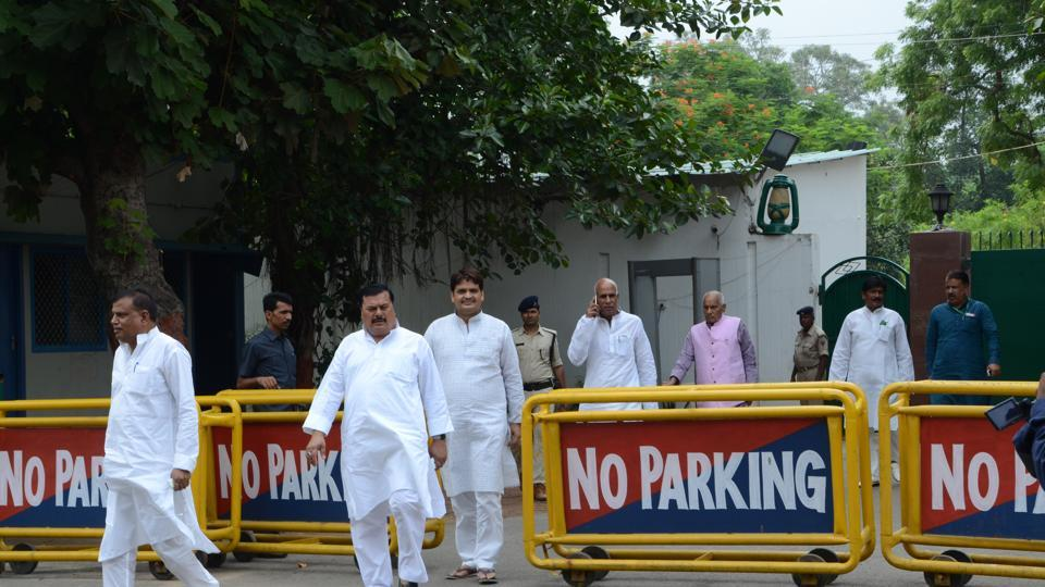 RJD chief Lalu Prasad's 10, Circular road, residence in western Patna remained a hub of activity on Saturday.