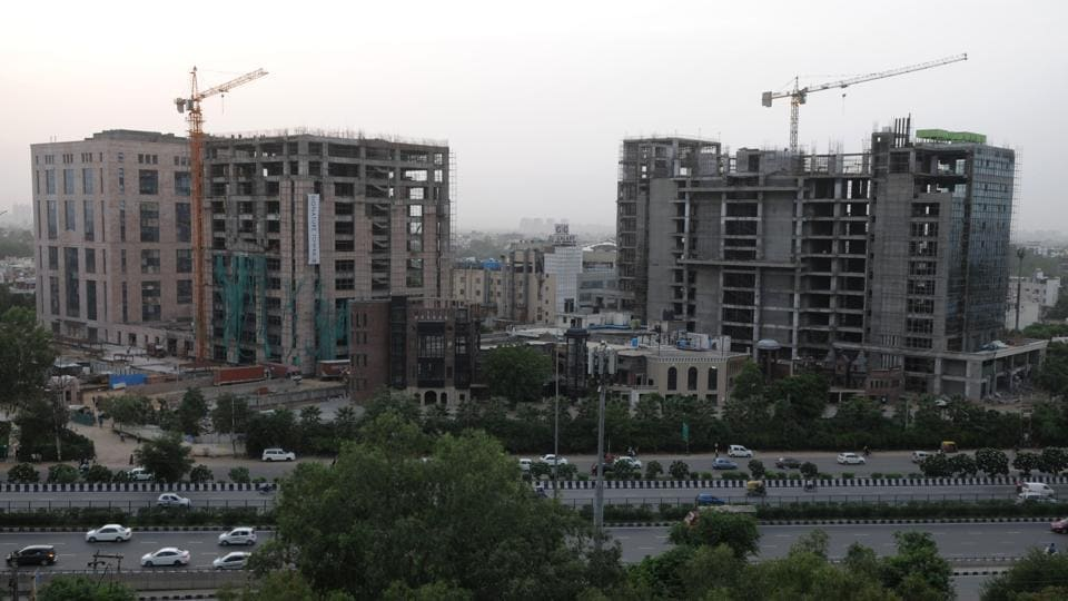 Construction projects found not following pollution-control norms on site can even be issued a closure notice, an official of the state pollution control body said.