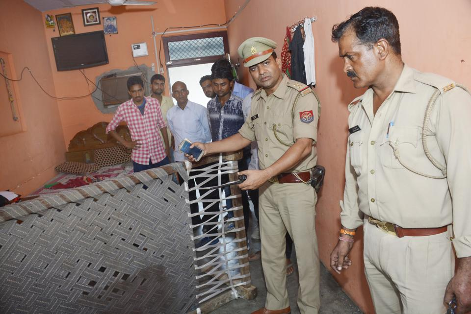 The police arrested the accused and also seized the countrymade weapon used in the incident.