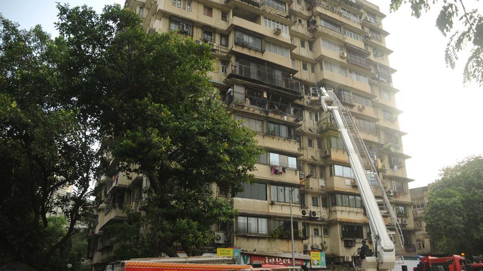 The disaster management department received a call at 4:30 pm, saying Himalaya building on RJ Thadani Marg near Flora Hotel had caught fire.