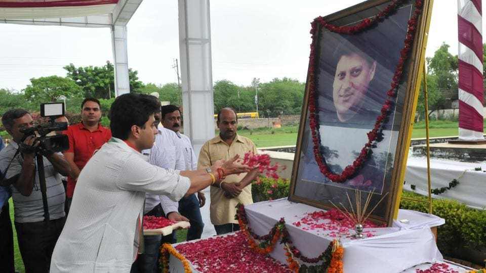 Senior Congress leader Jyotiraditya Scindia pays tribute to his father late Madhav Rao Scindia at MITS in Gwalior.