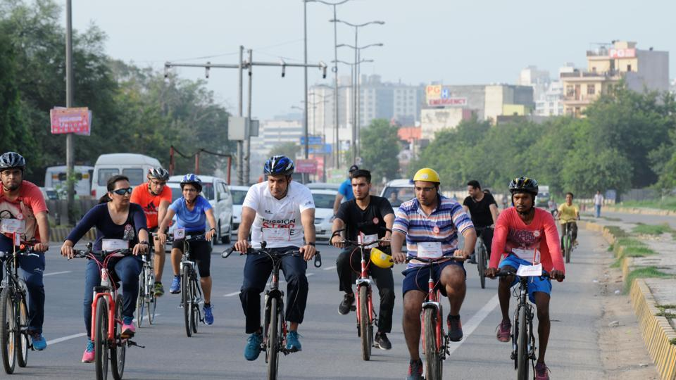 Police commissioner Sandeep Khirwar (in white shirt) cycles along with private doctors, as part of the event.