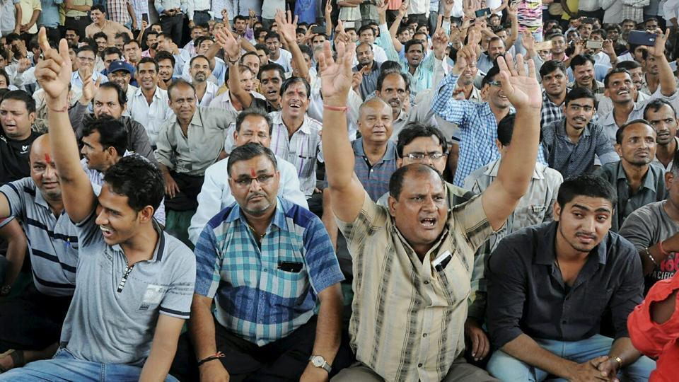 Demand to abolish GST on Textiles; strike on for 5th day