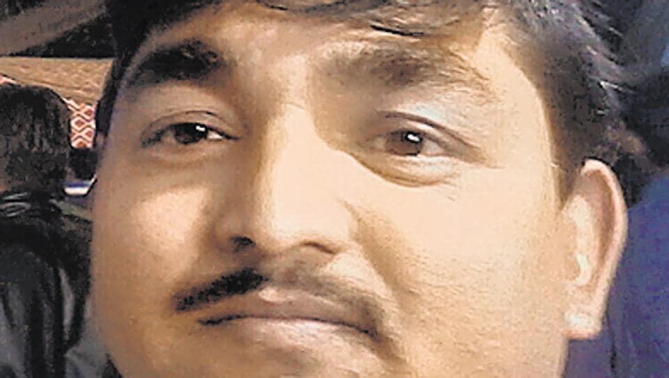 Air Force clerk dies,IAF clerk dies in accident,IAF official falls out of Metro feeder bus