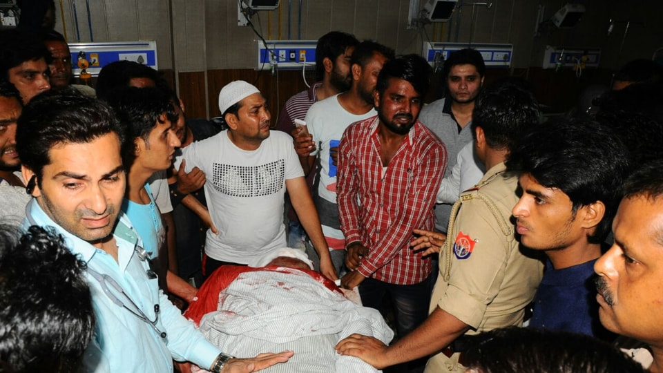 Relatives with the body of Shadab who died in a Meerut hospital after being shot along with Naganr Nigam councillor Arif Mohammad in a saloon Sunday evening.